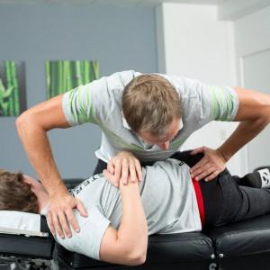 Einraenken chiropraktische Behandlung CR